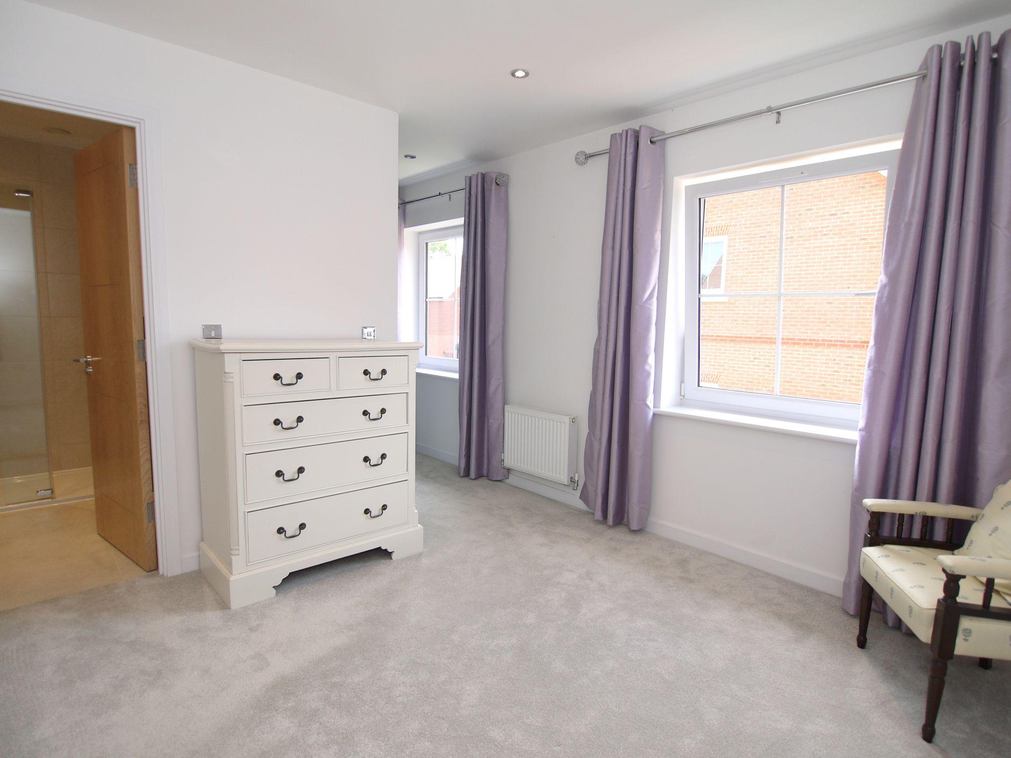4 bedroom mid terraced house For Sale in Sevenoaks - Photograph 6