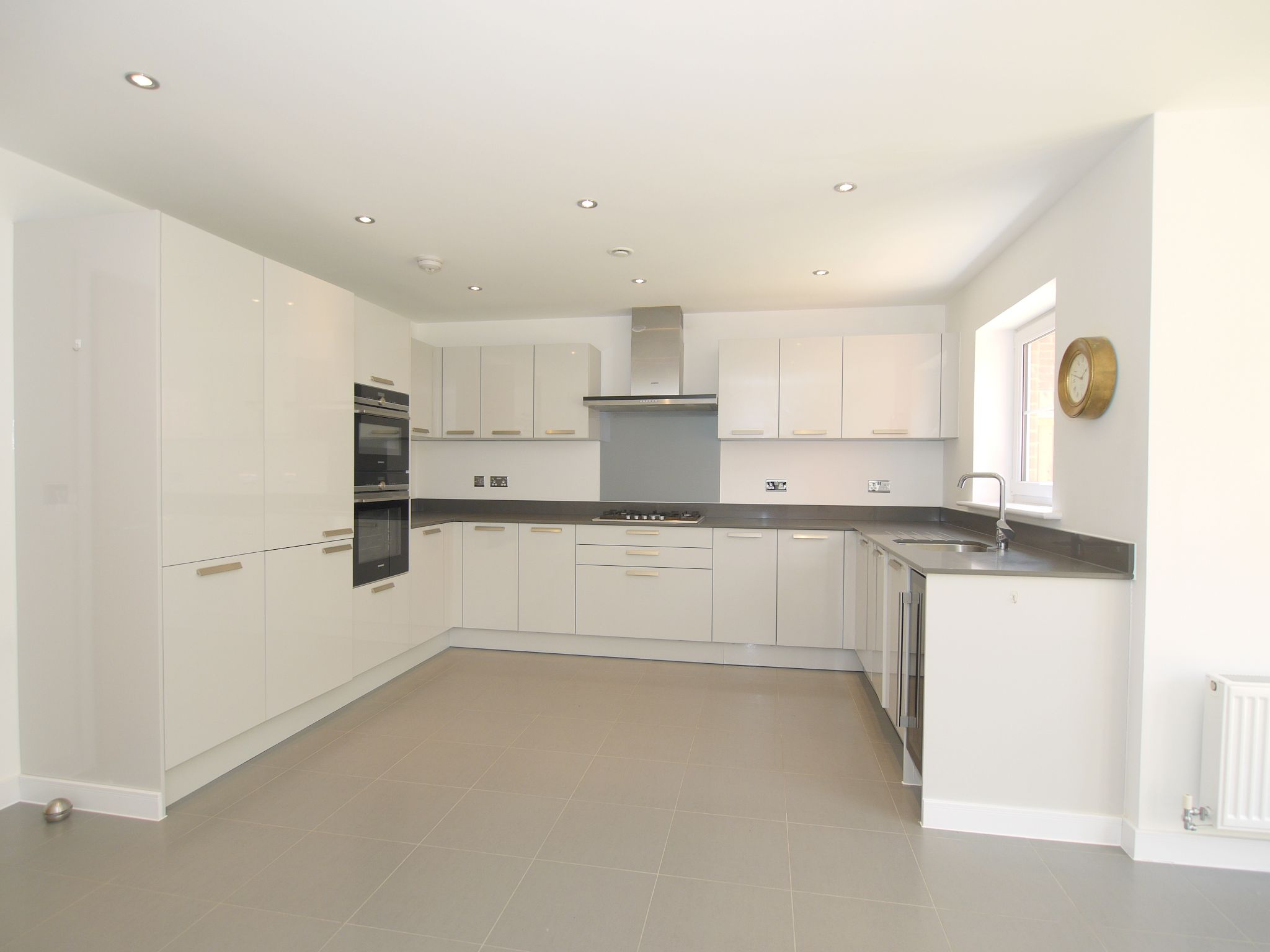 4 bedroom mid terraced house For Sale in Sevenoaks - Photograph 3