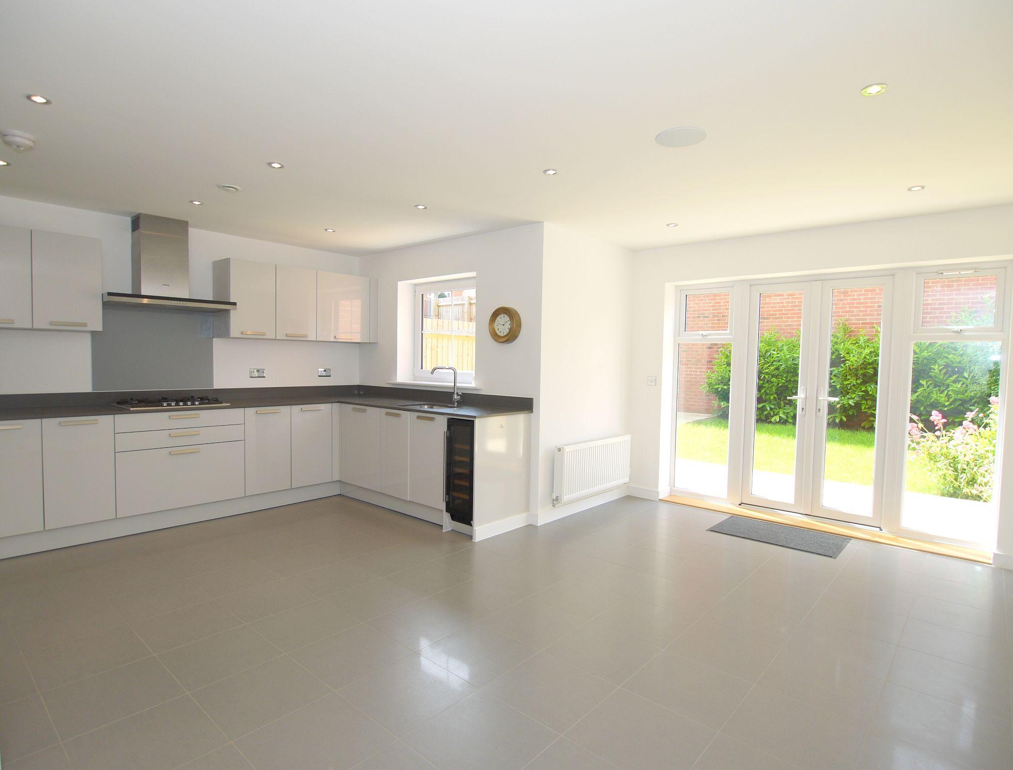 4 bedroom mid terraced house For Sale in Sevenoaks - Photograph 2