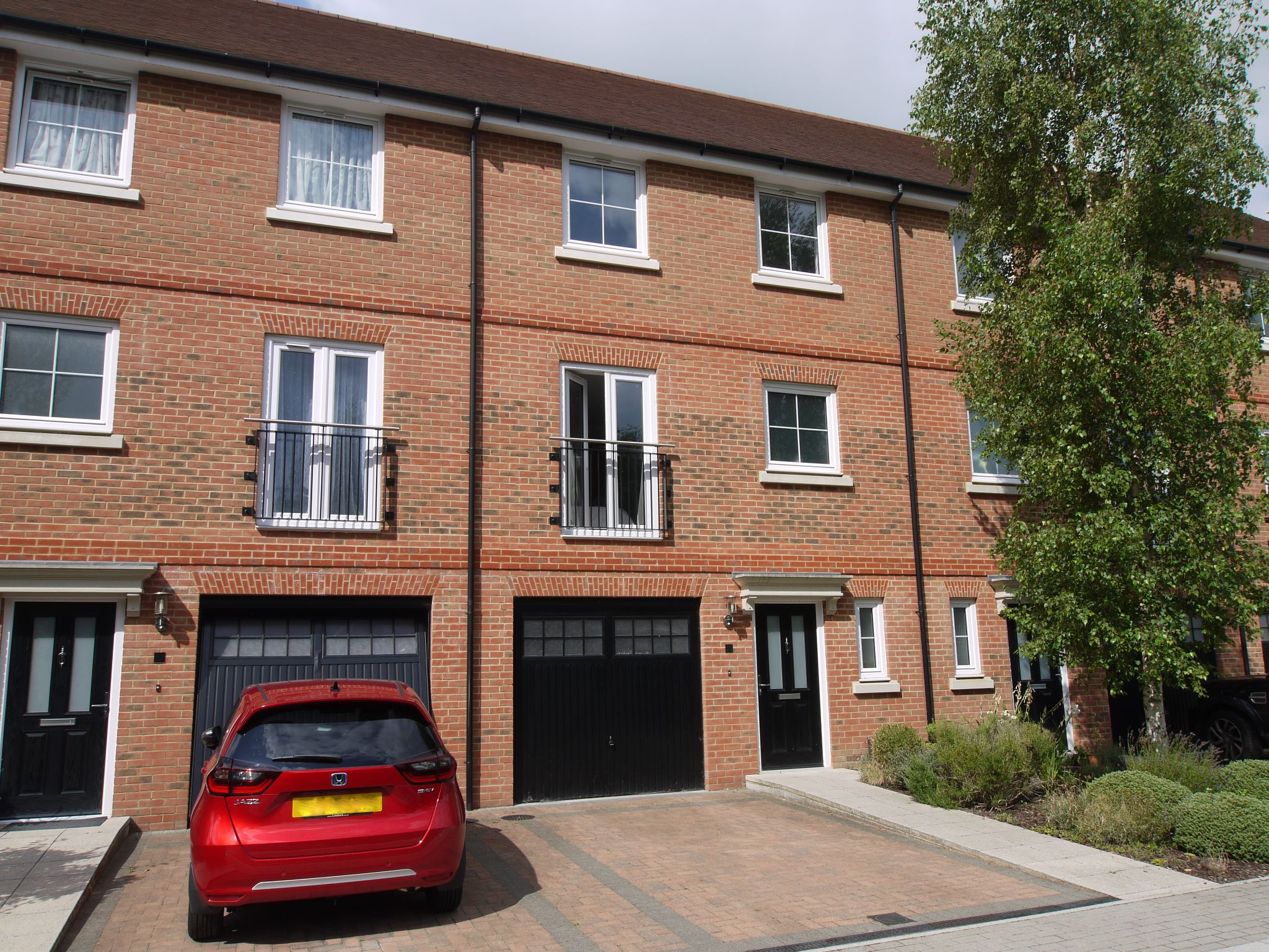 4 bedroom mid terraced house For Sale in Sevenoaks - Photograph 1