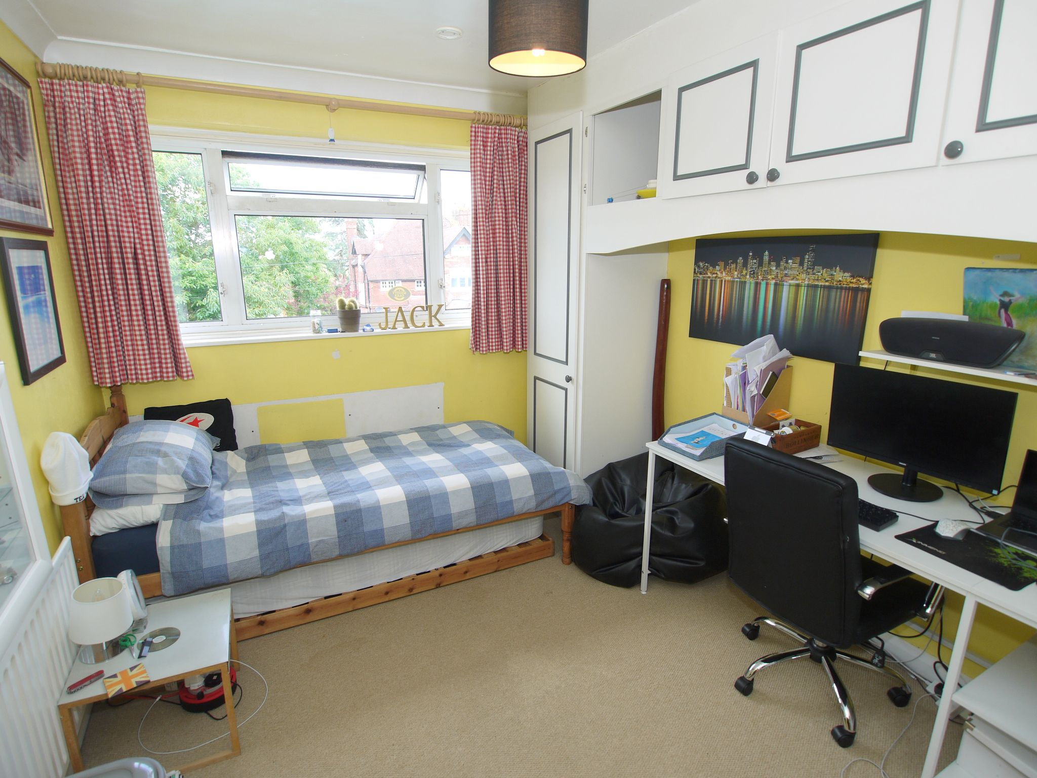 3 bedroom mid terraced house Sale Agreed in Sevenoaks - Photograph 8