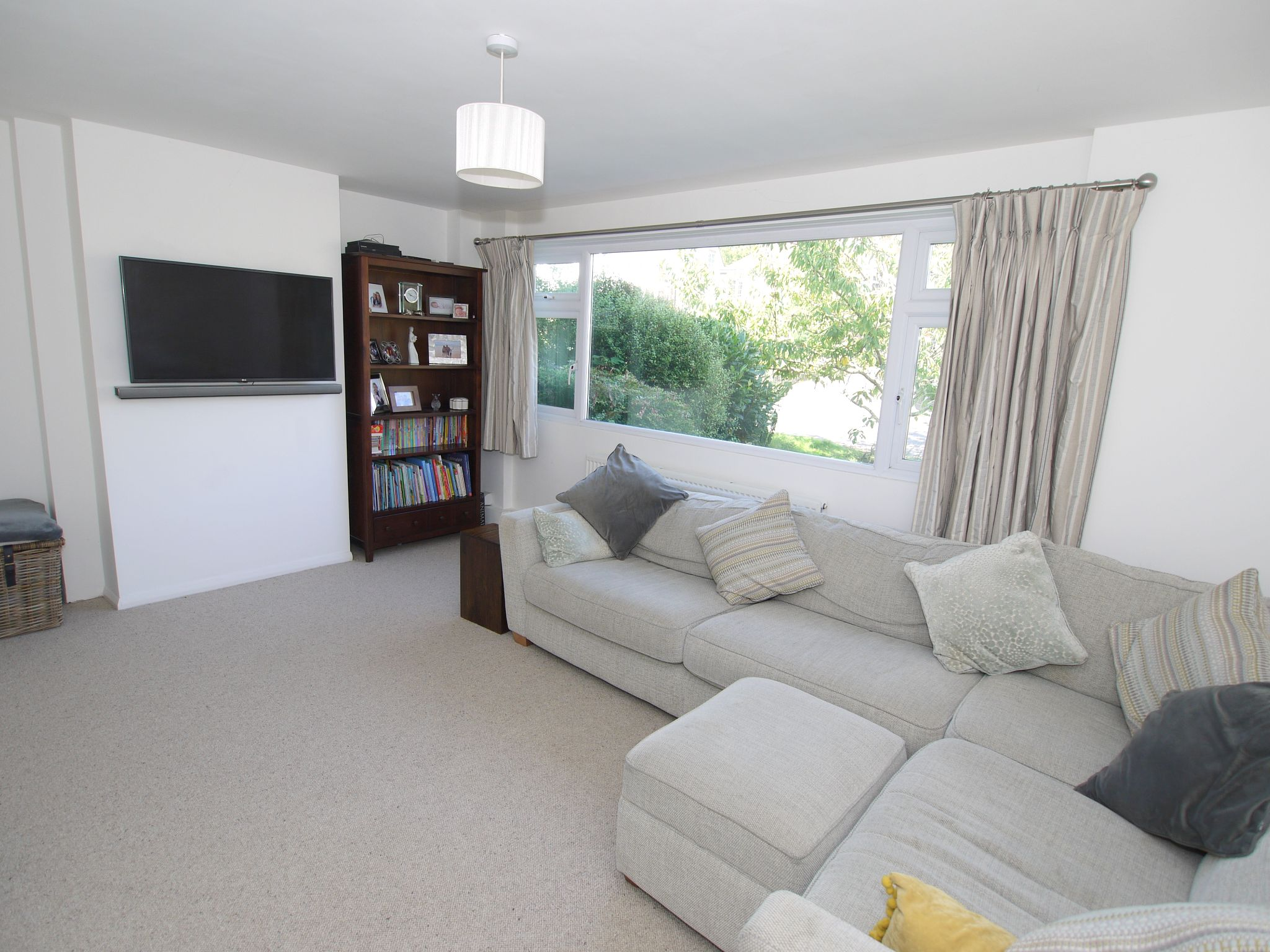 3 bedroom semi-detached house Sale Agreed in Sevenoaks - Photograph 3