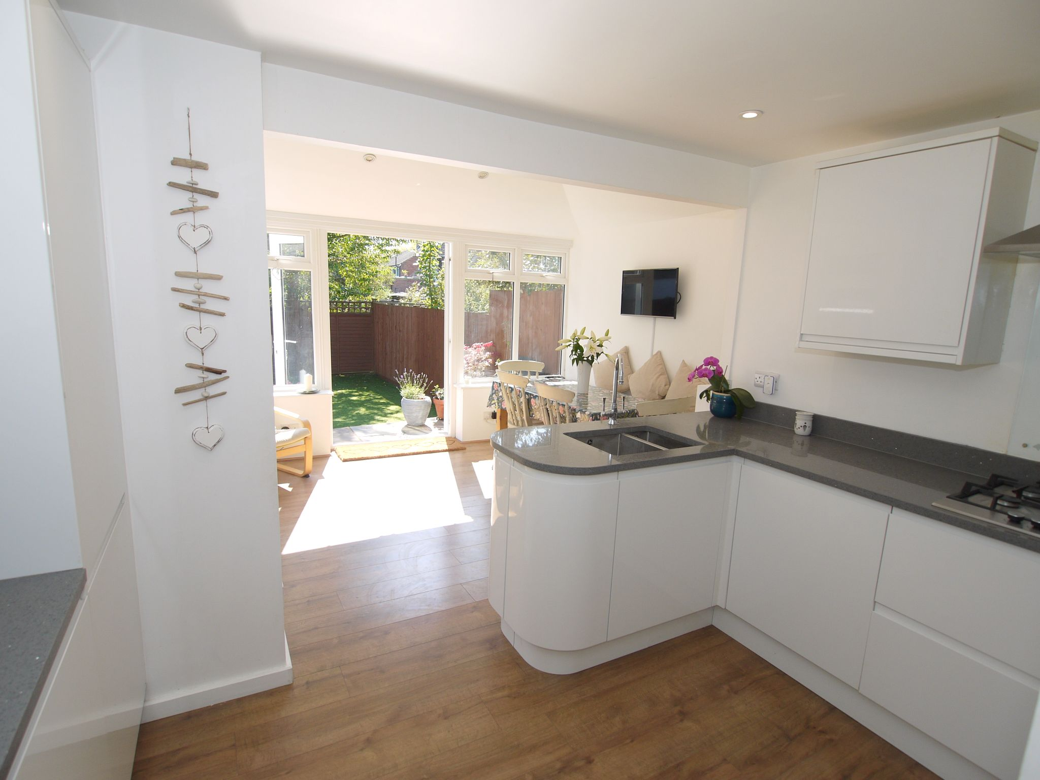 3 bedroom semi-detached house Sale Agreed in Sevenoaks - Photograph 2