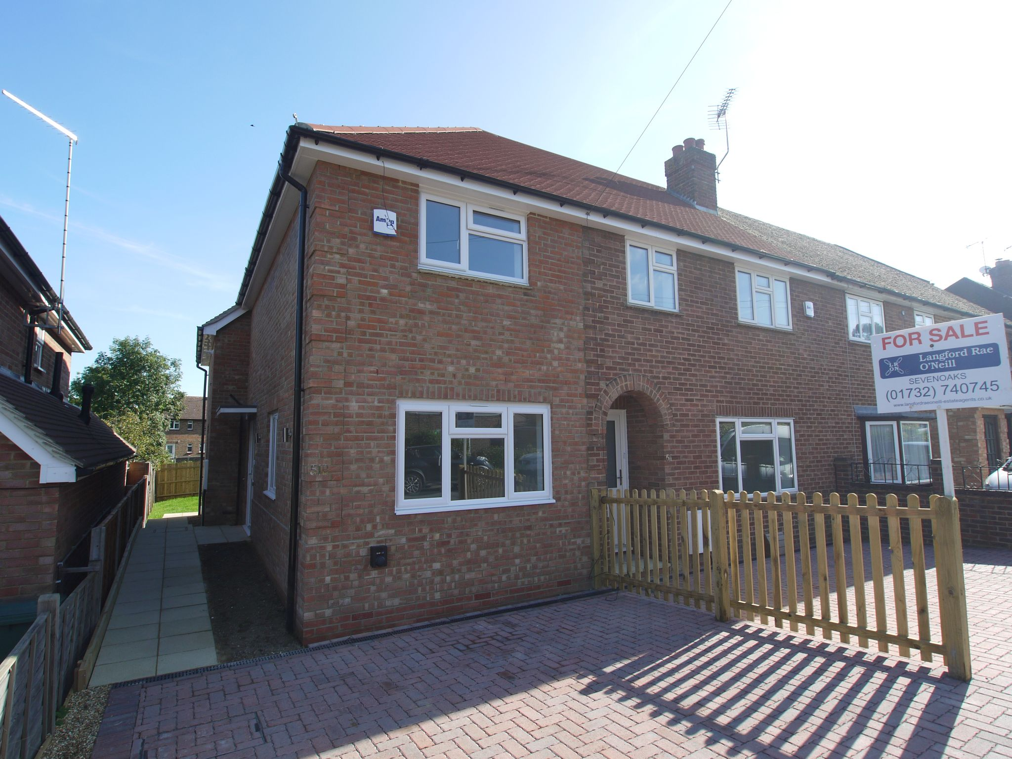 2 bedroom end terraced house For Sale in Sevenoaks - Photograph 1
