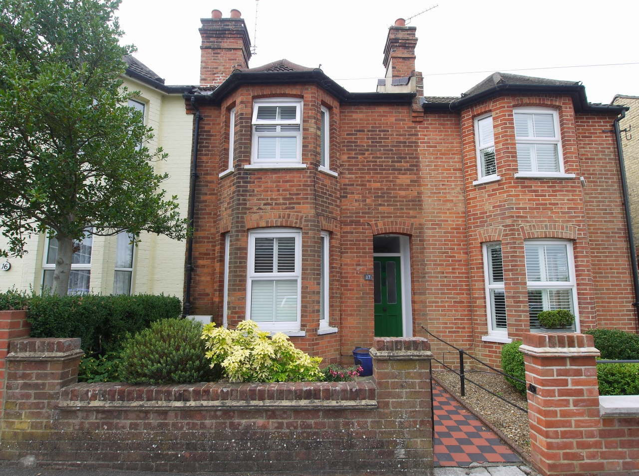 2 bedroom mid terraced house Sale Agreed in Sevenoaks - Photograph 1