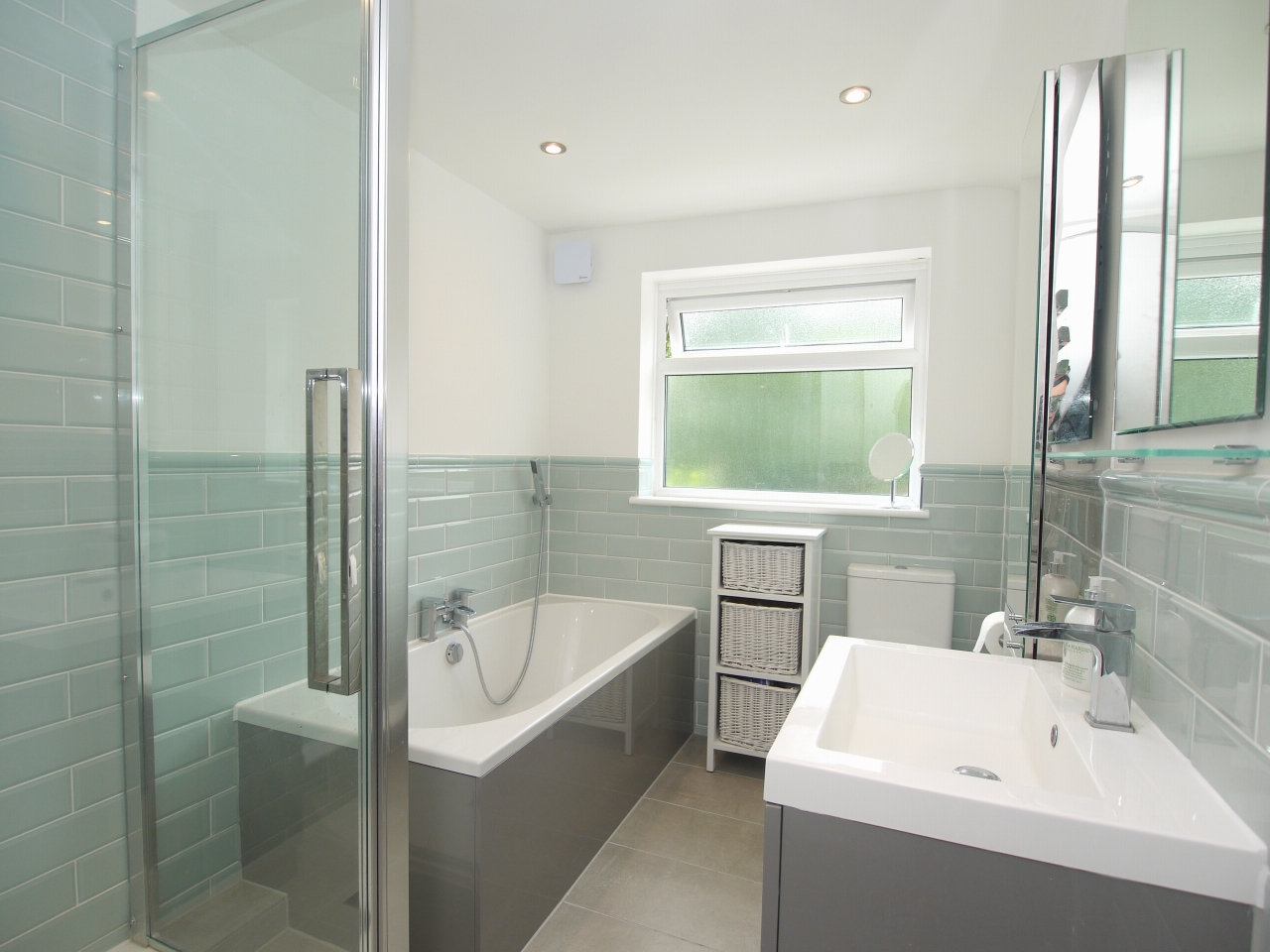 2 bedroom mid terraced house For Sale in Sevenoaks - Photograph 8