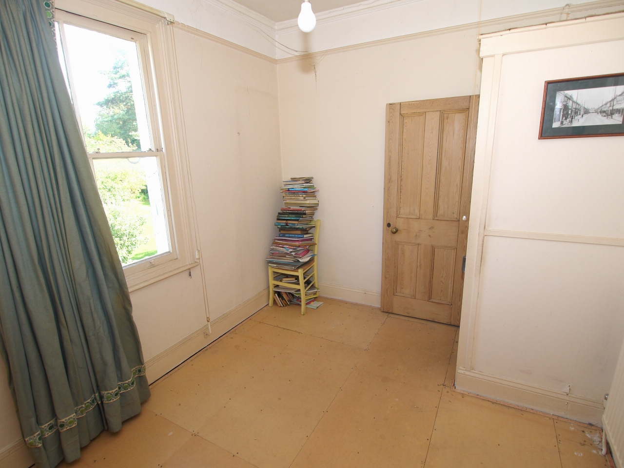 2 bedroom semi-detached house Sold in Sevenoaks - Photograph 5