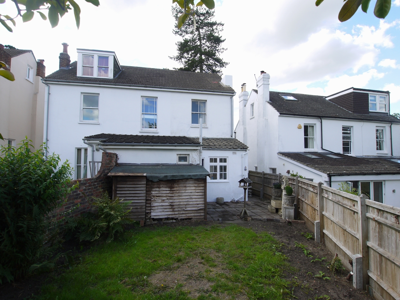 2 bedroom semi-detached house Sold in Sevenoaks - Photograph 9