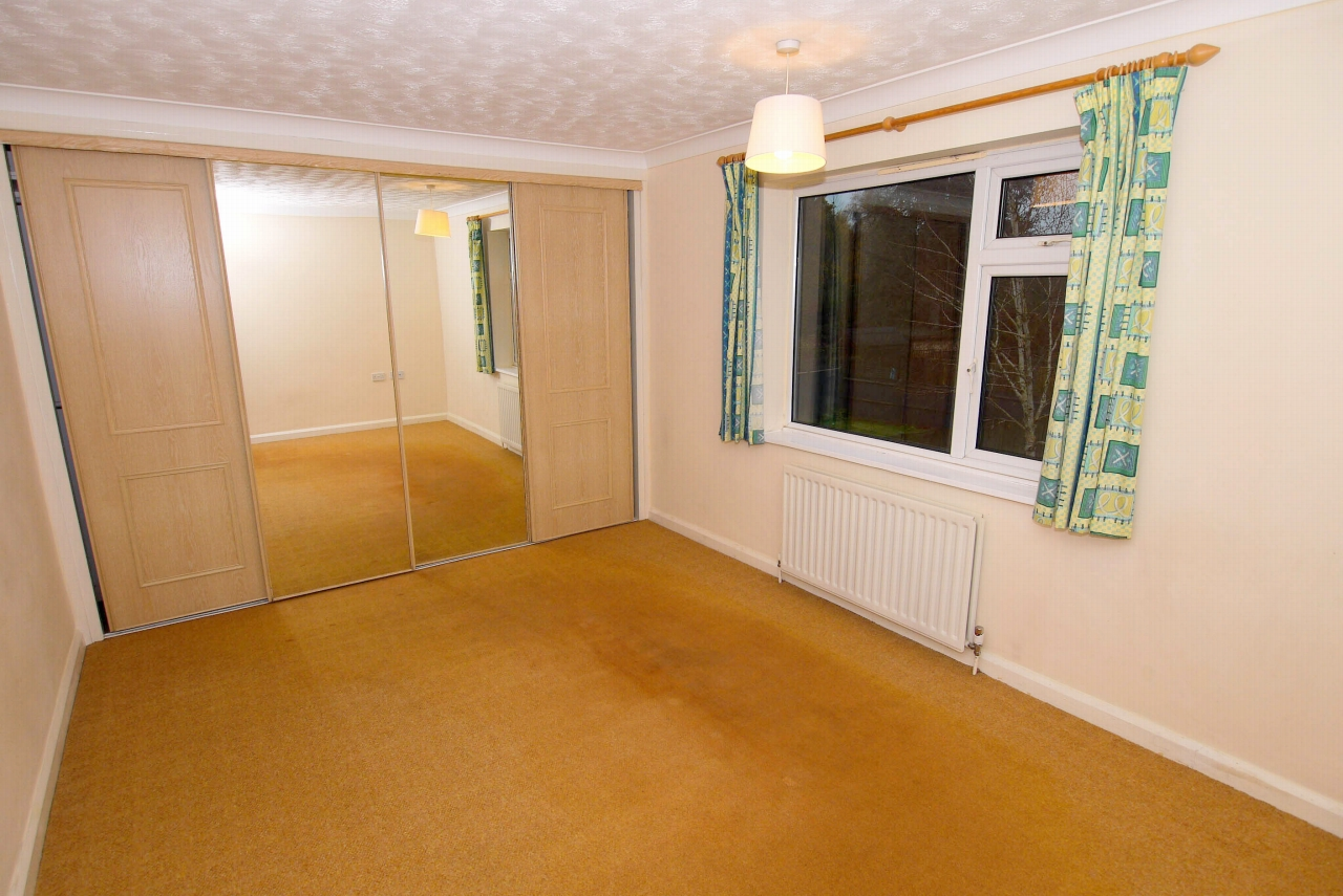 2 bedroom apartment flat/apartment Sale Agreed in Sevenoaks - Photograph 6