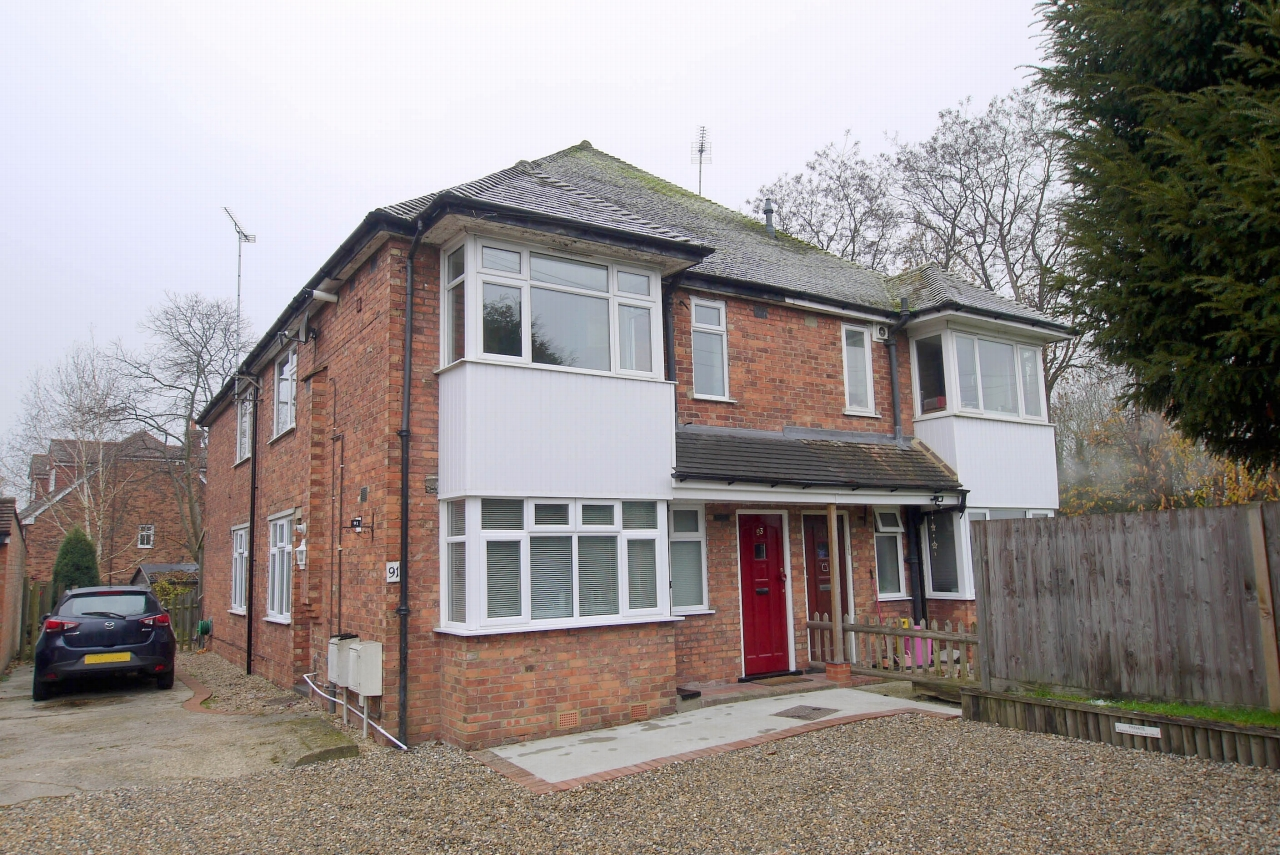 2 bedroom apartment Sold in Sevenoaks - Photograph 1