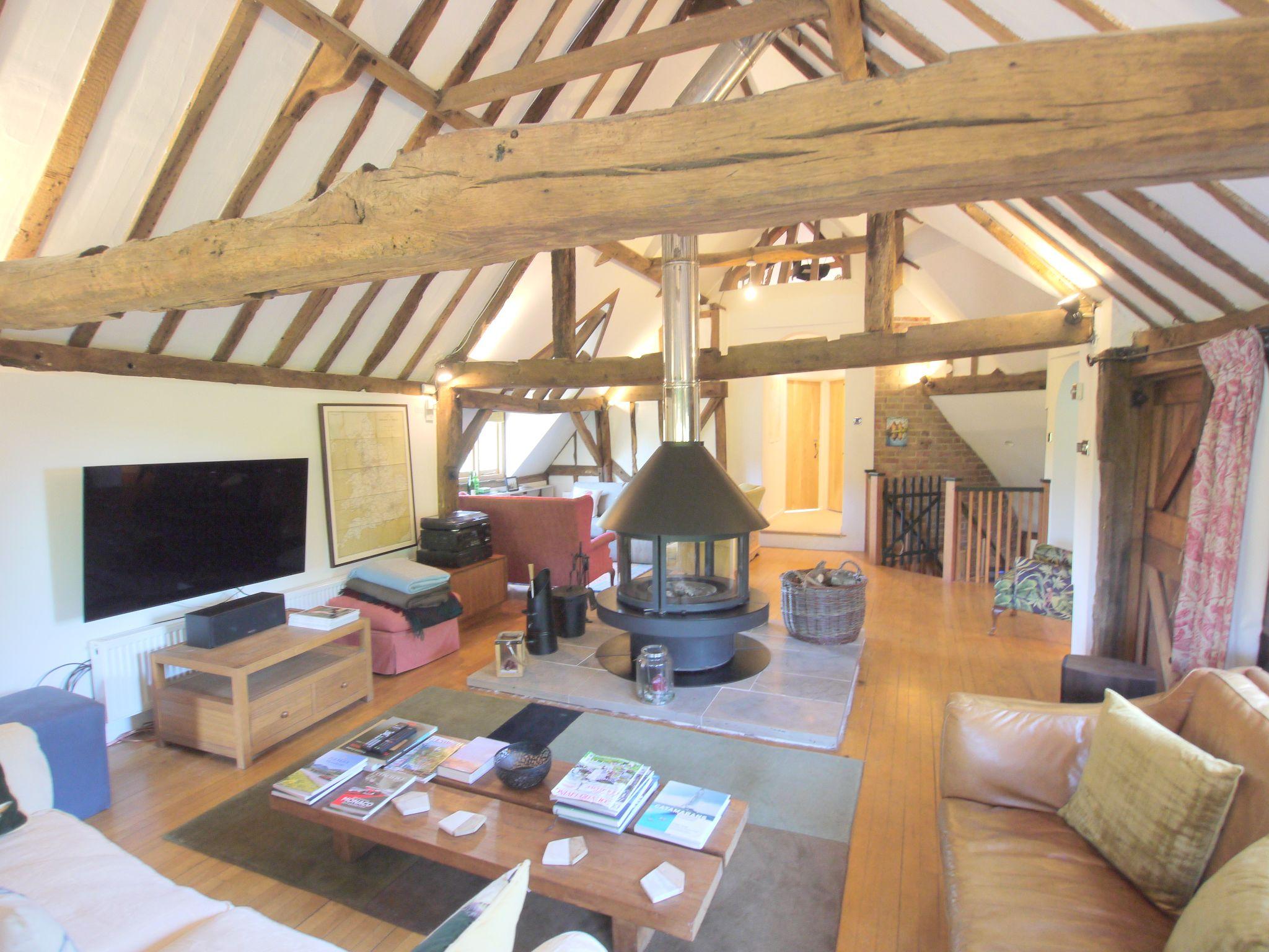 4 bedroom detached house Let Agreed in Edenbridge - Photograph 4