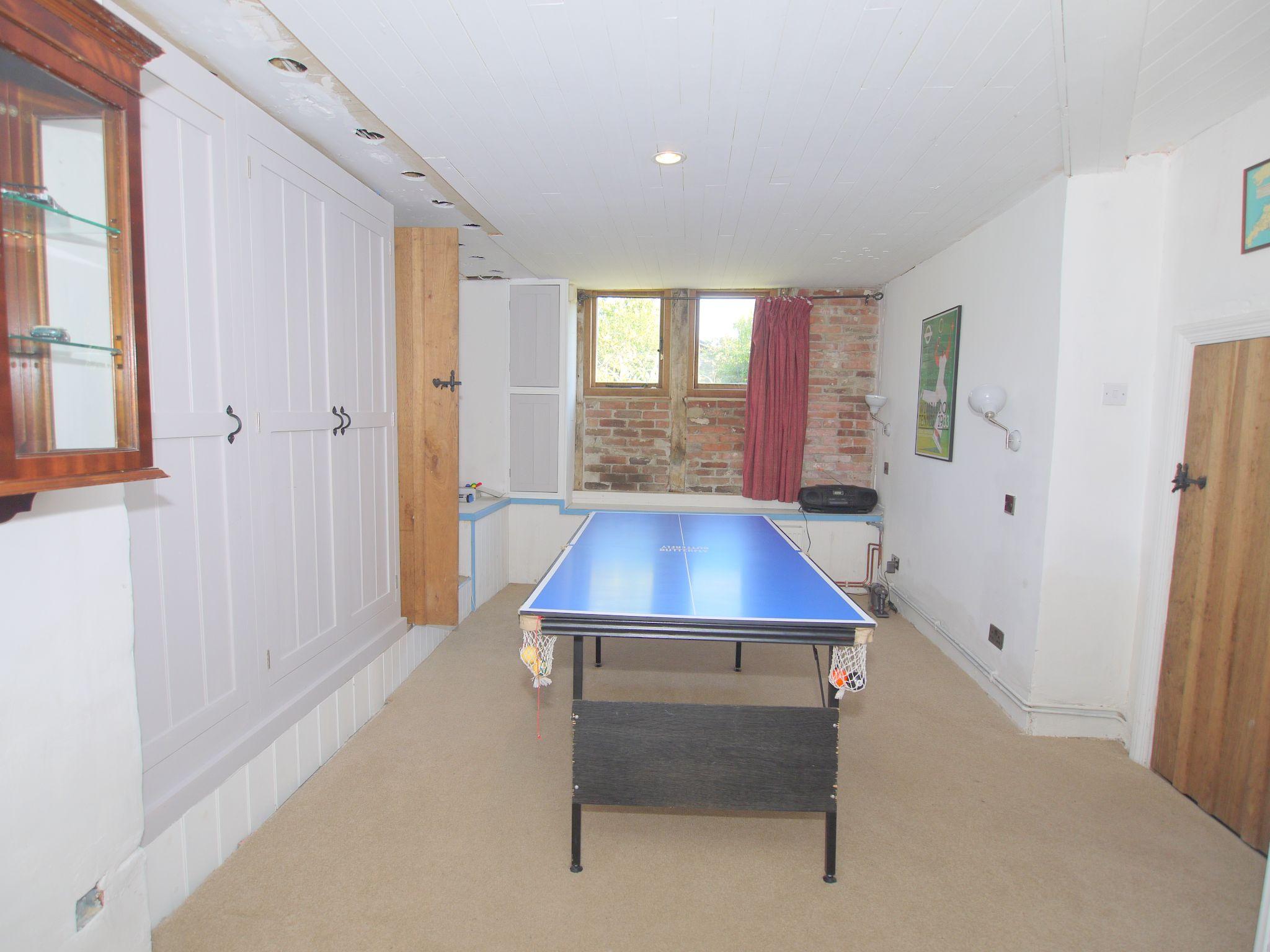 4 bedroom detached house Let Agreed in Edenbridge - Photograph 12