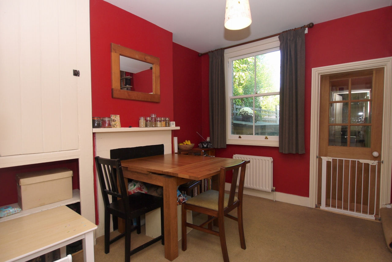 2 bedroom end terraced house Sold in Sevenoaks - Photograph 3