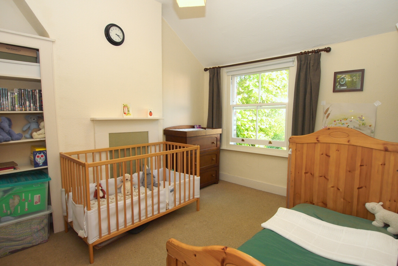 2 bedroom end terraced house Sold in Sevenoaks - Photograph 7