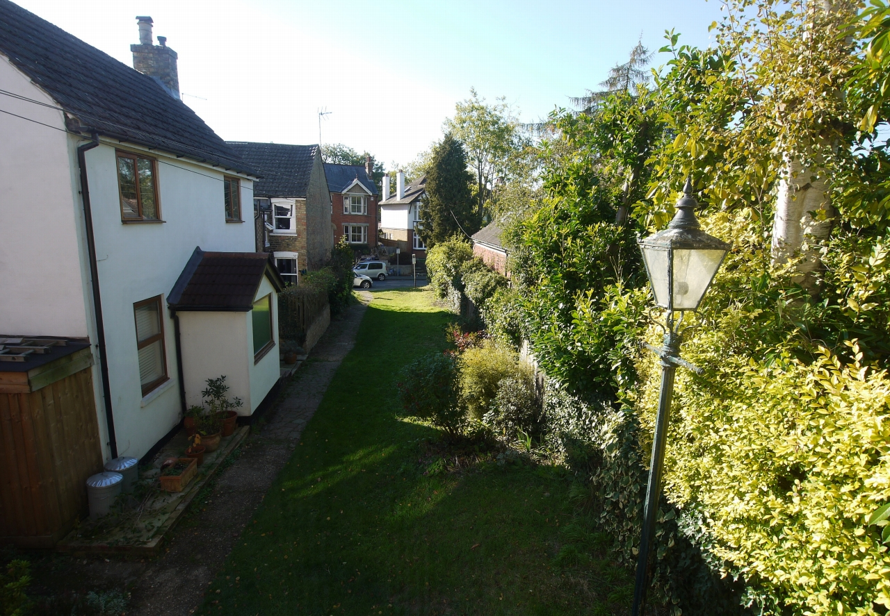2 bedroom end terraced house Sold in Sevenoaks - Photograph 9