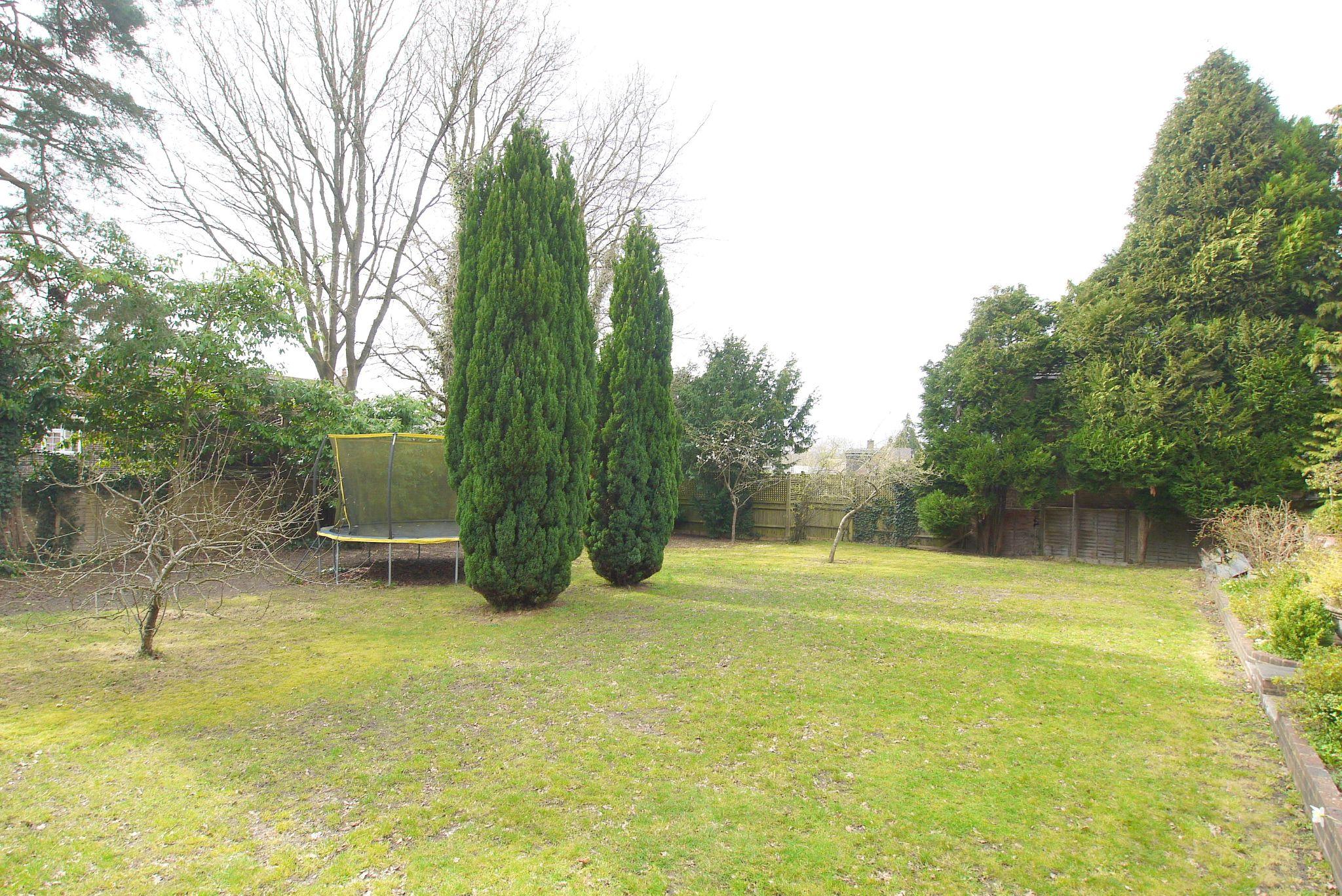 6 bedroom detached house Sold in Sevenoaks - Photograph 12