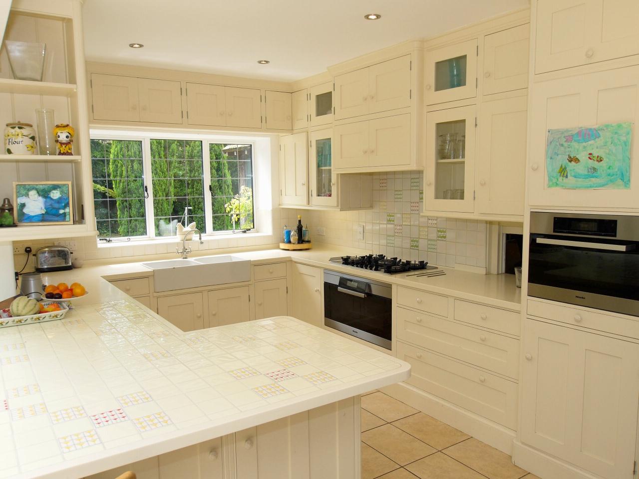 6 bedroom detached house Sold in Sevenoaks - Photograph 4