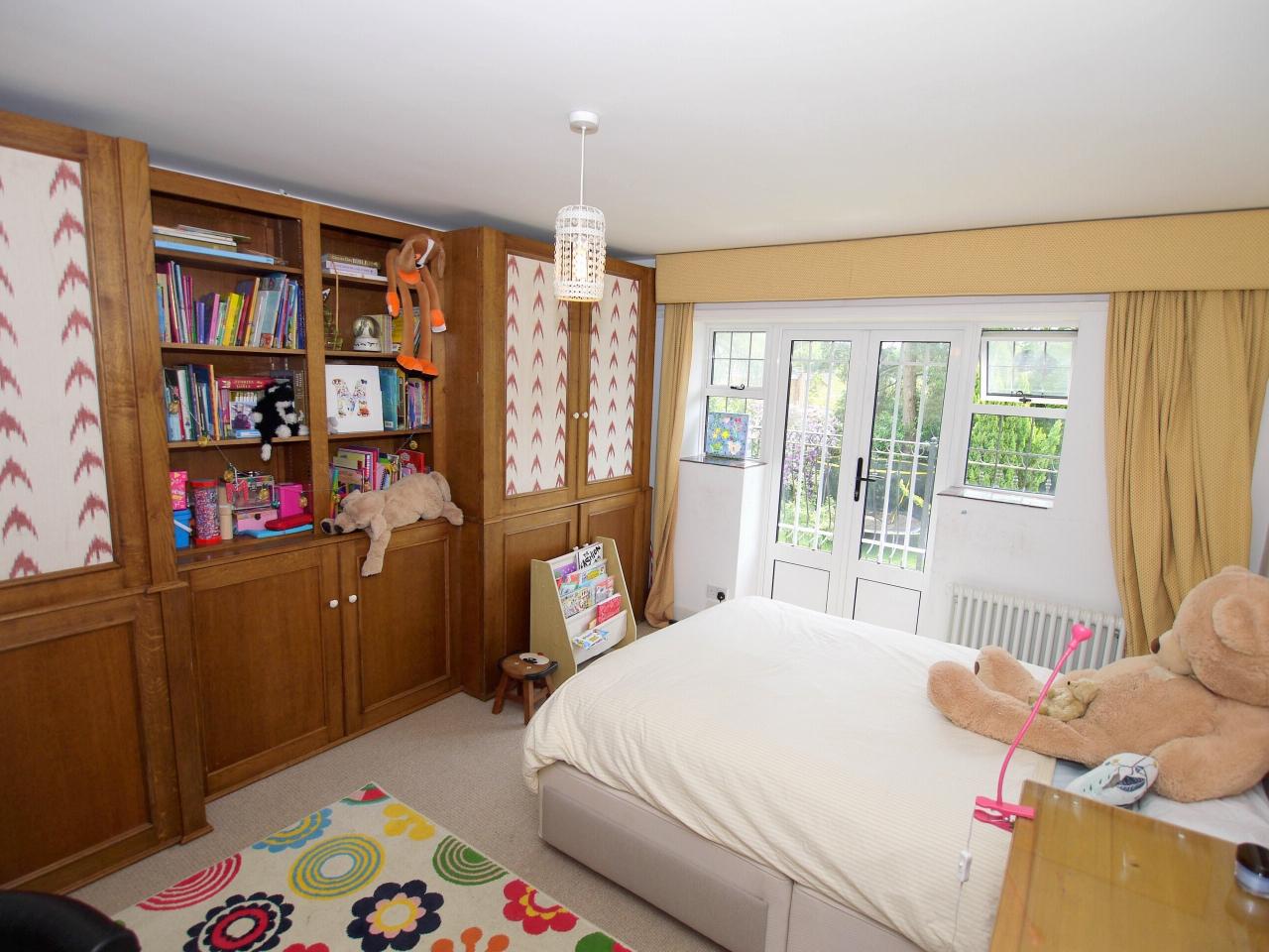 6 bedroom detached house Sold in Sevenoaks - Photograph 7