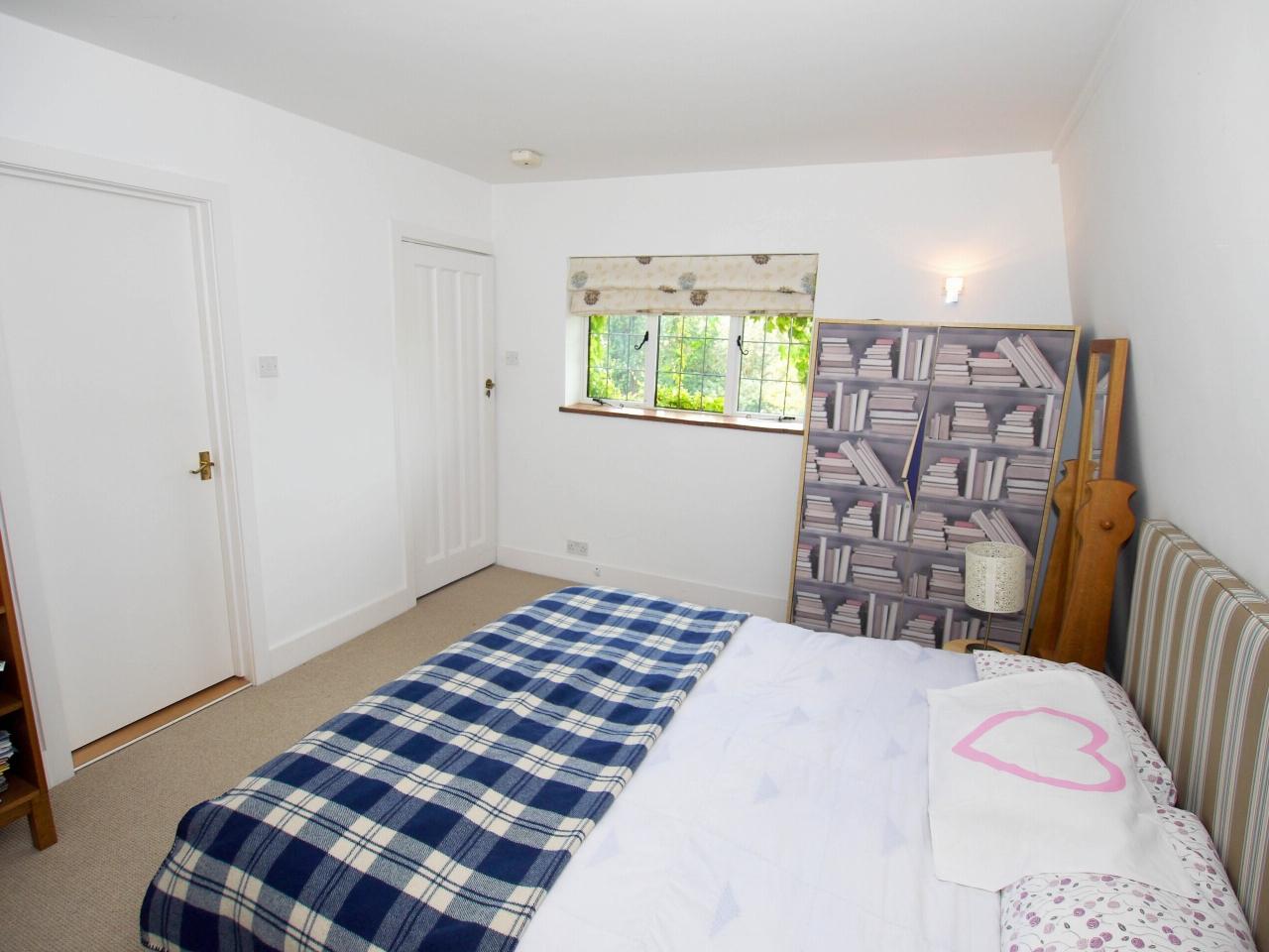 6 bedroom detached house Sold in Sevenoaks - Photograph 9