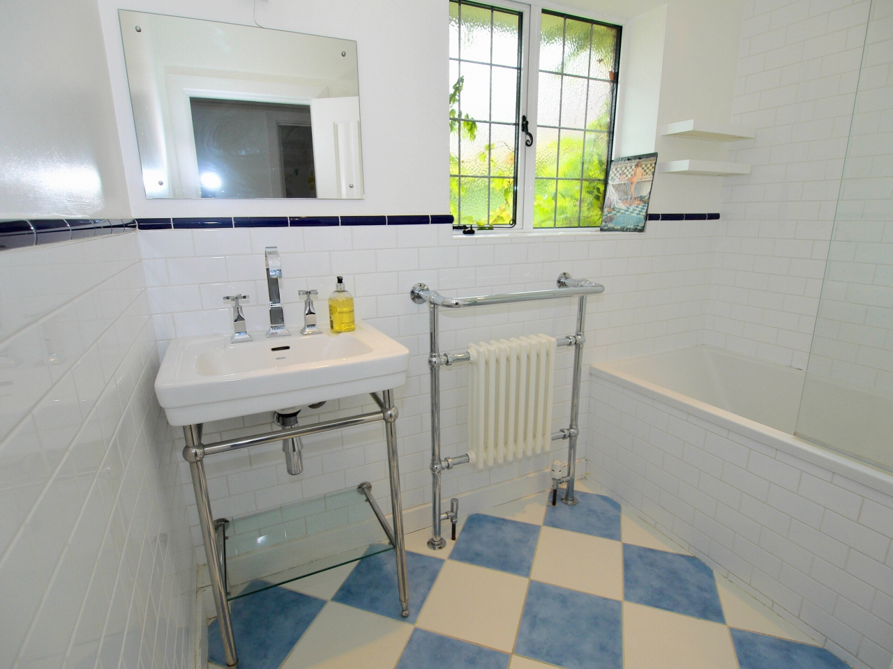6 bedroom detached house Sold in Sevenoaks - Photograph 10