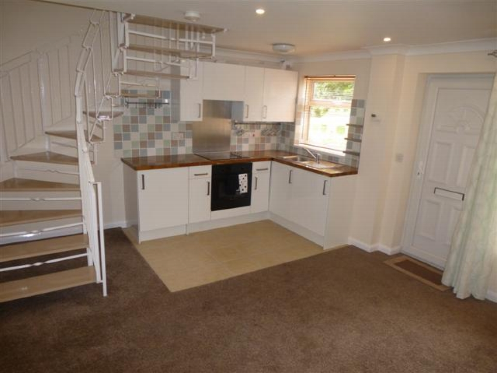 1 Bed End Terraced House To Rent - Photograph 4