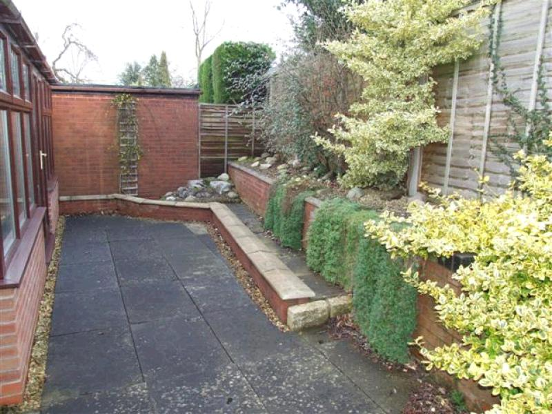 2 Bedroom Detached Bungalow To Rent - Photograph 8