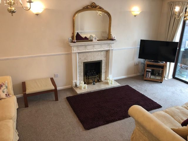2 Bedroom Detached Bungalow To Rent - Photograph 2