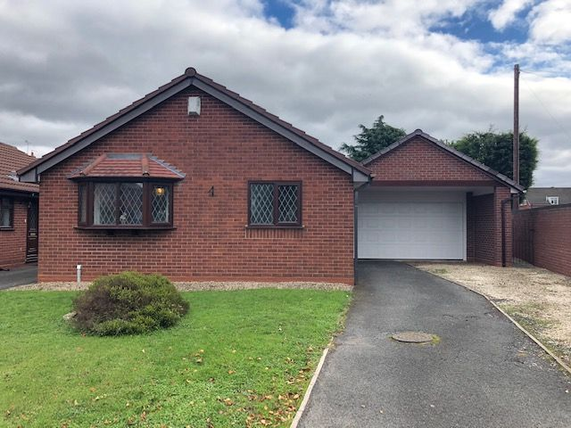 2 Bed Detached Bungalow To Rent - Photograph 1