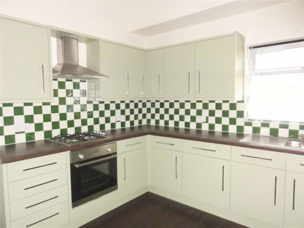 2 Bed Ground Floor Flat/apartment To Rent - Photograph 1