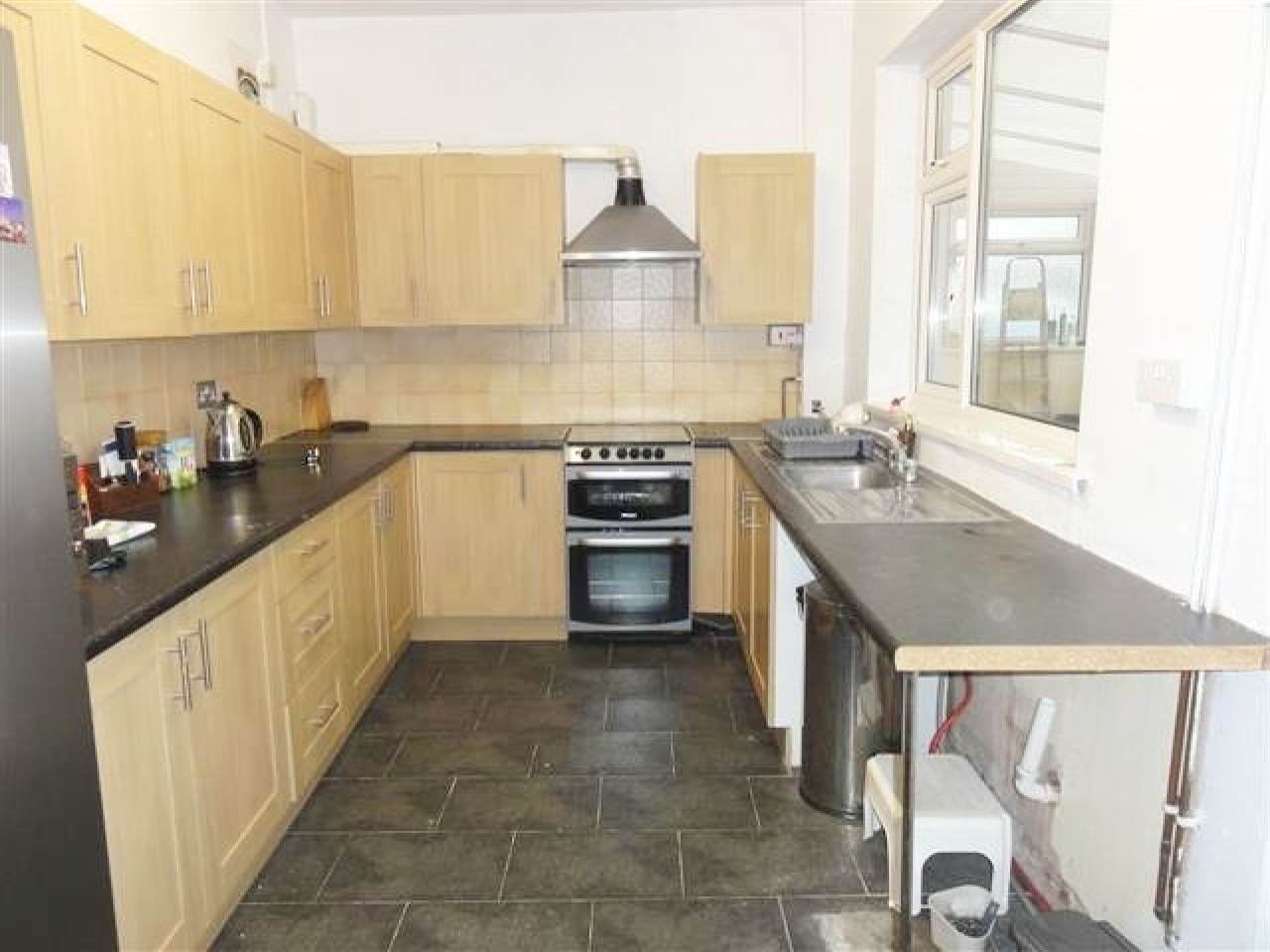5 Bed End Terraced House To Rent - Photograph 3