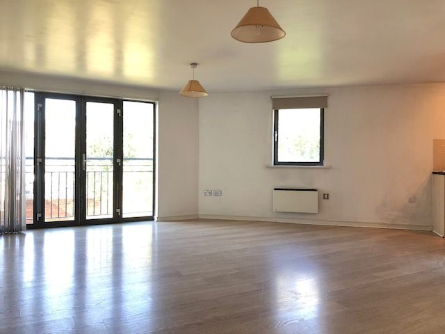 2 Bed Apartment Flat/apartment To Rent - Photograph 6