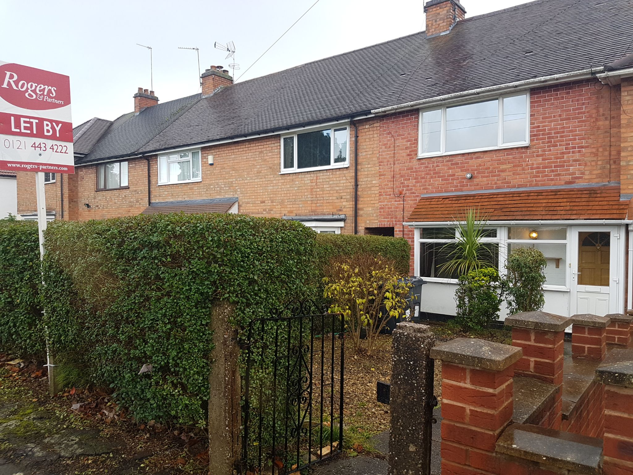 2 Bedroom Mid Terraced House To Rent - Front