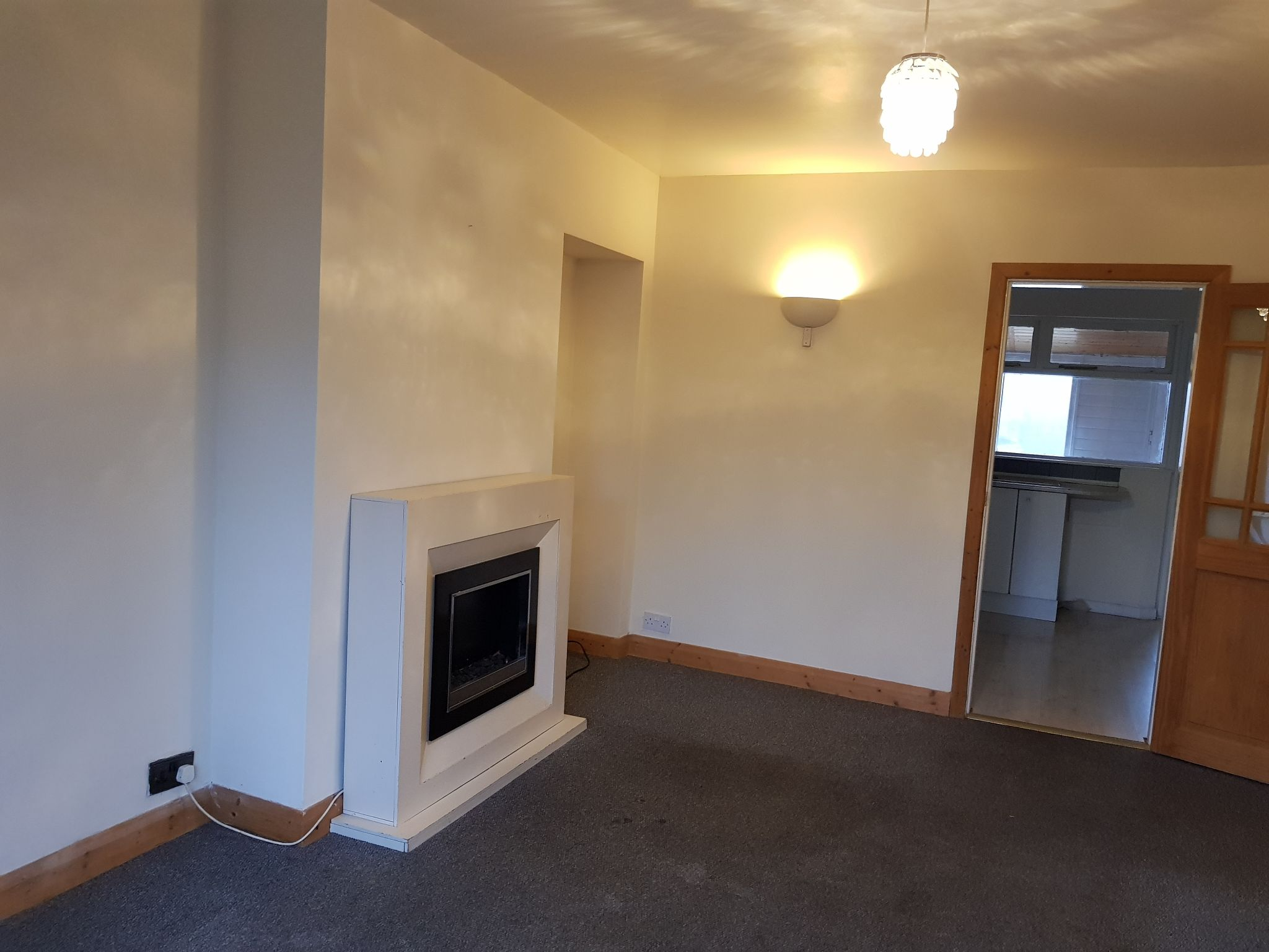 2 Bed Mid Terraced House To Rent - Lounge