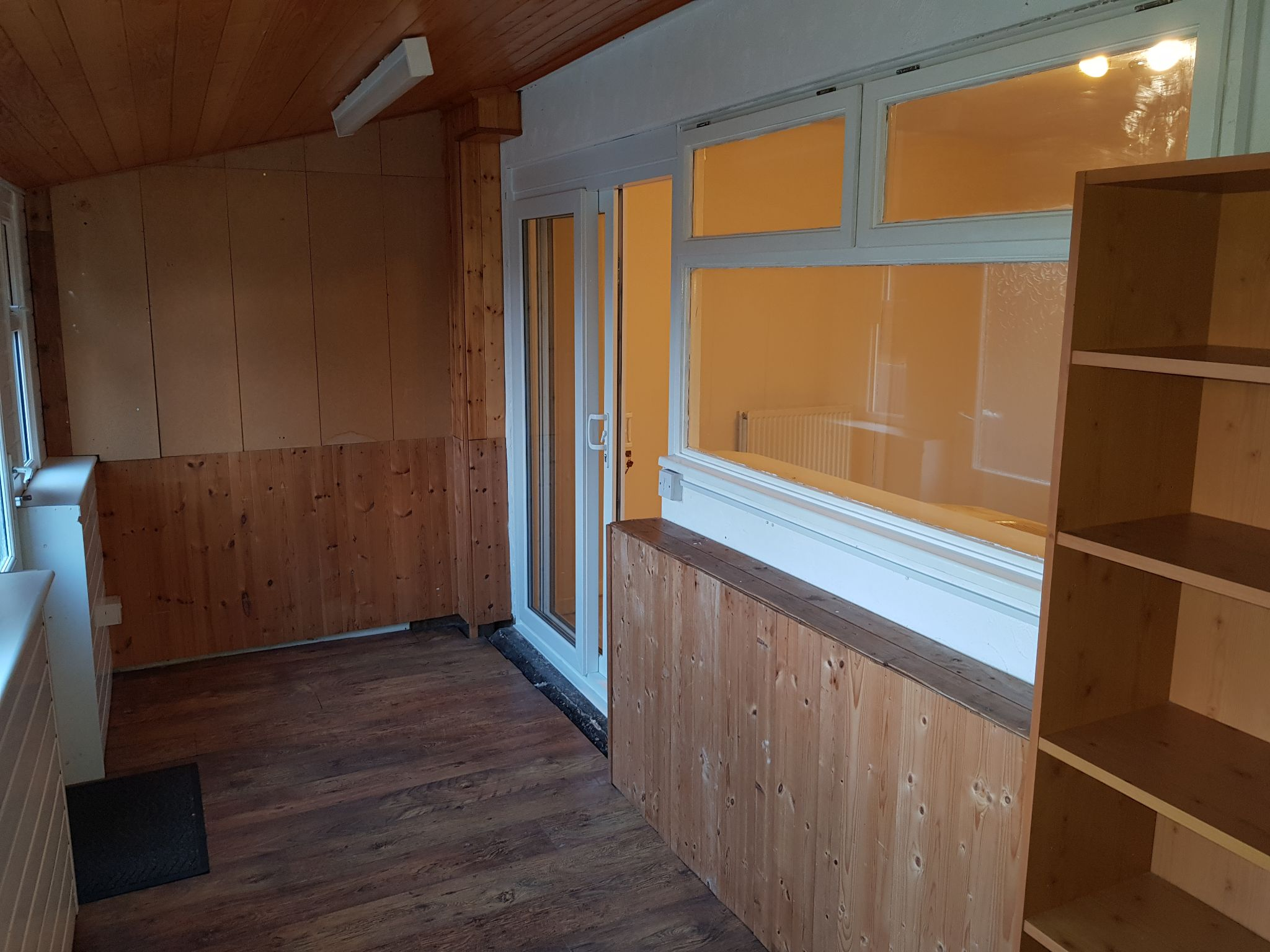 2 Bedroom Mid Terraced House To Rent - Utility