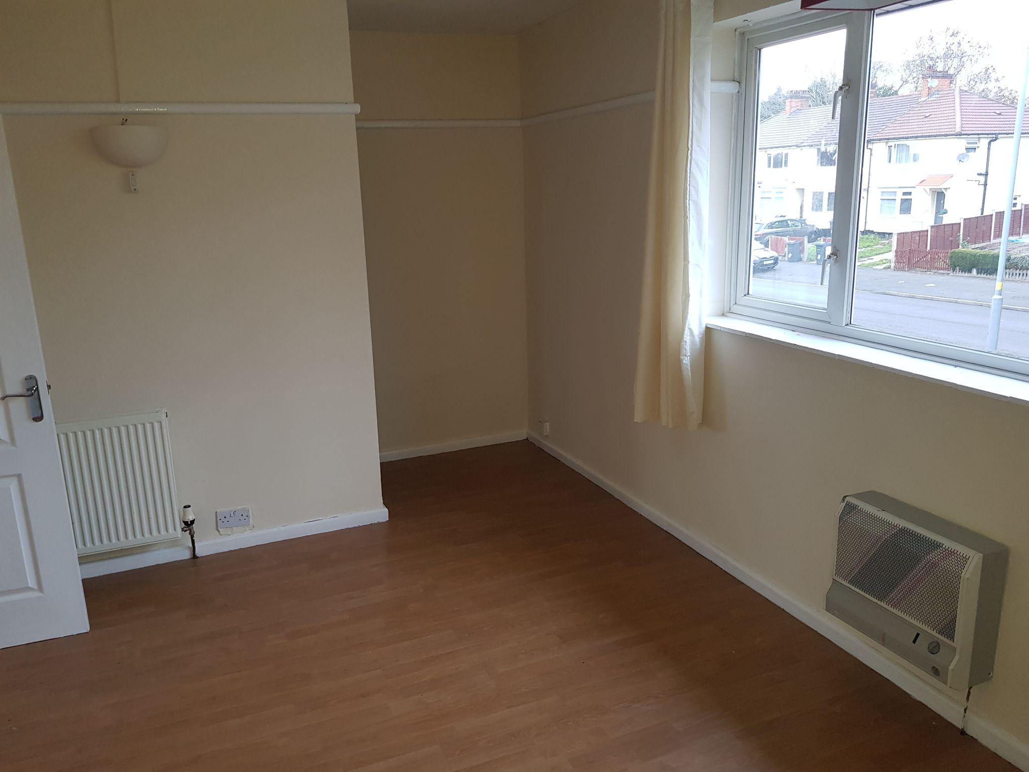 2 Bed Mid Terraced House To Rent - Master Bedroom