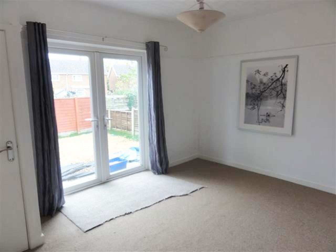 2 Bed Detached Bungalow To Rent - Photograph 2