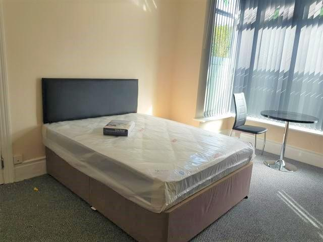 1 Bed Shared House To Rent - Photograph 3