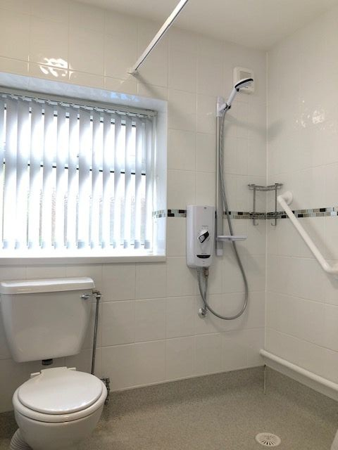 3 Bedroom Semi-detached Bungalow To Rent - Wet Room