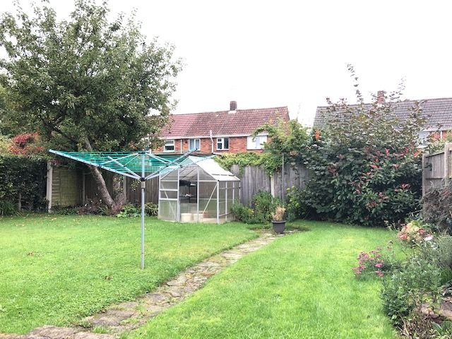 3 Bedroom Semi-detached Bungalow To Rent - Gardens