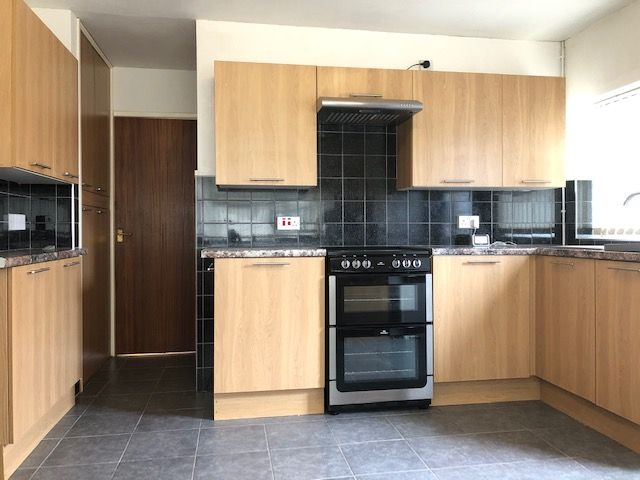 3 Bed Semi-detached Bungalow To Rent - Kitchen