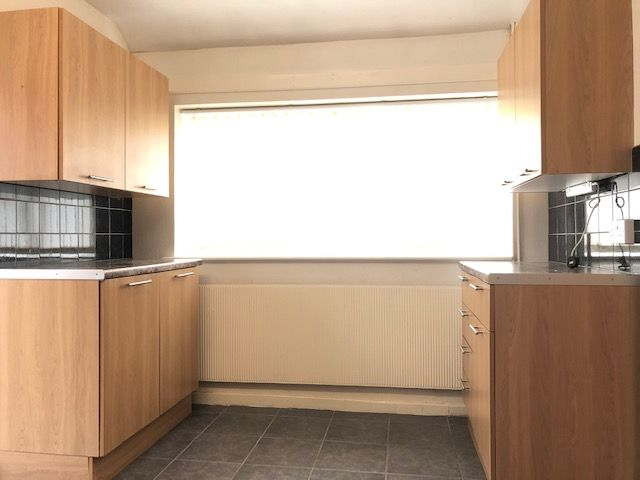 3 Bedroom Semi-detached Bungalow To Rent - Kitchen
