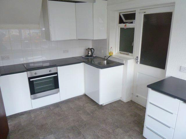 3 Bed Detached House To Rent - Kitchen
