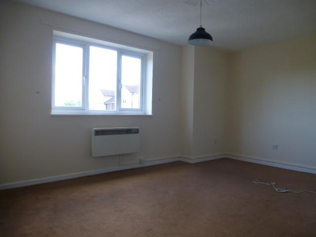 2 Bed Flat Flat/apartment For Sale - Photograph 3