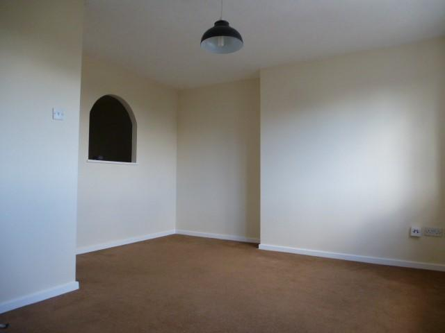 2 Bed Flat Flat/apartment For Sale - Photograph 4