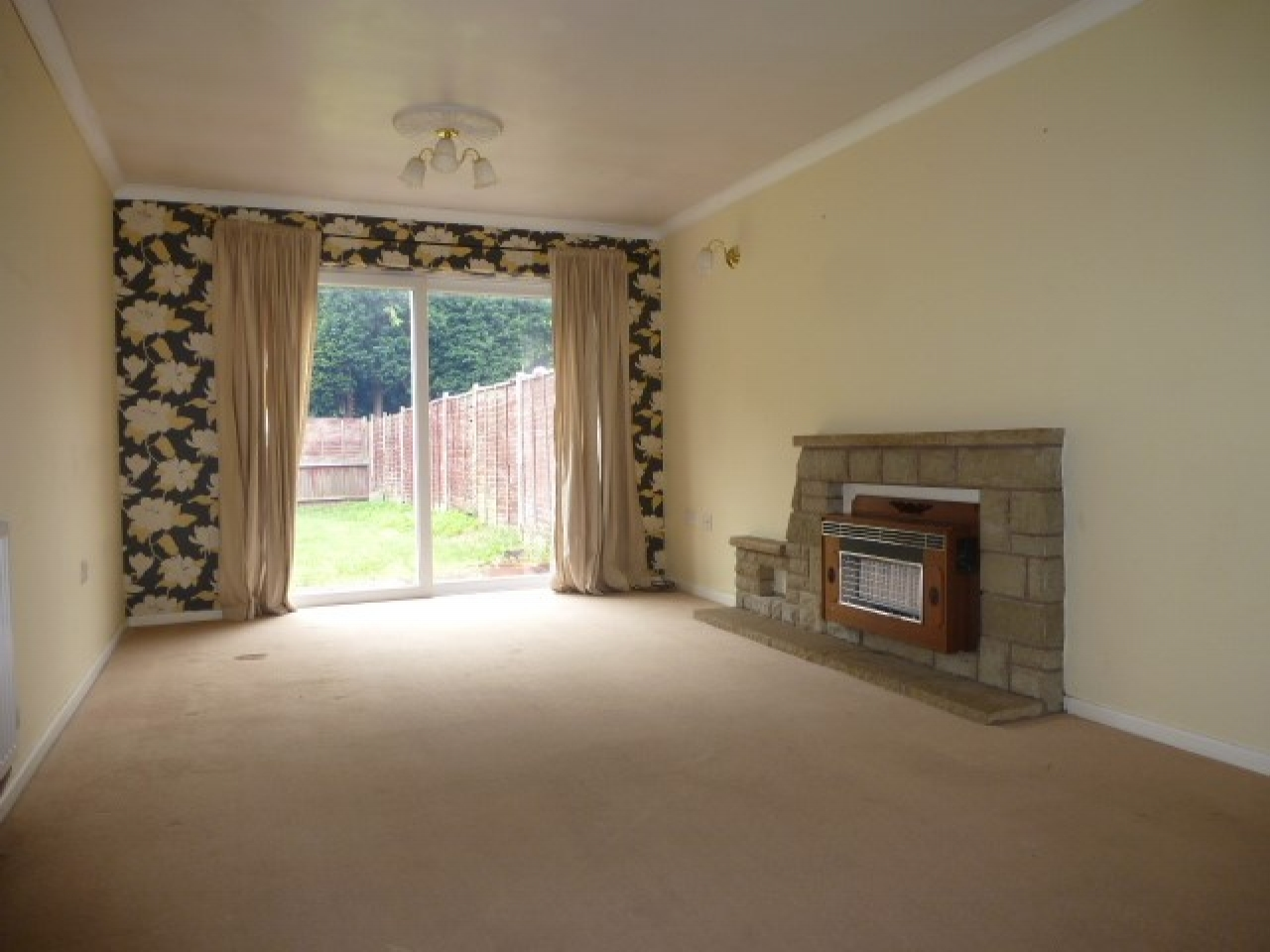 4 Bed Detached House To Rent - Photograph 4