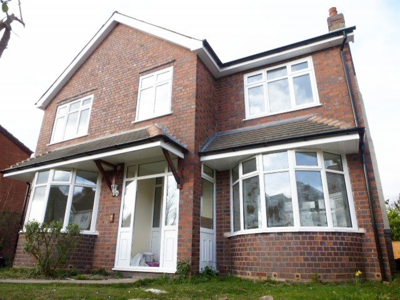 3 Bed Detached House To Rent - Photograph 1