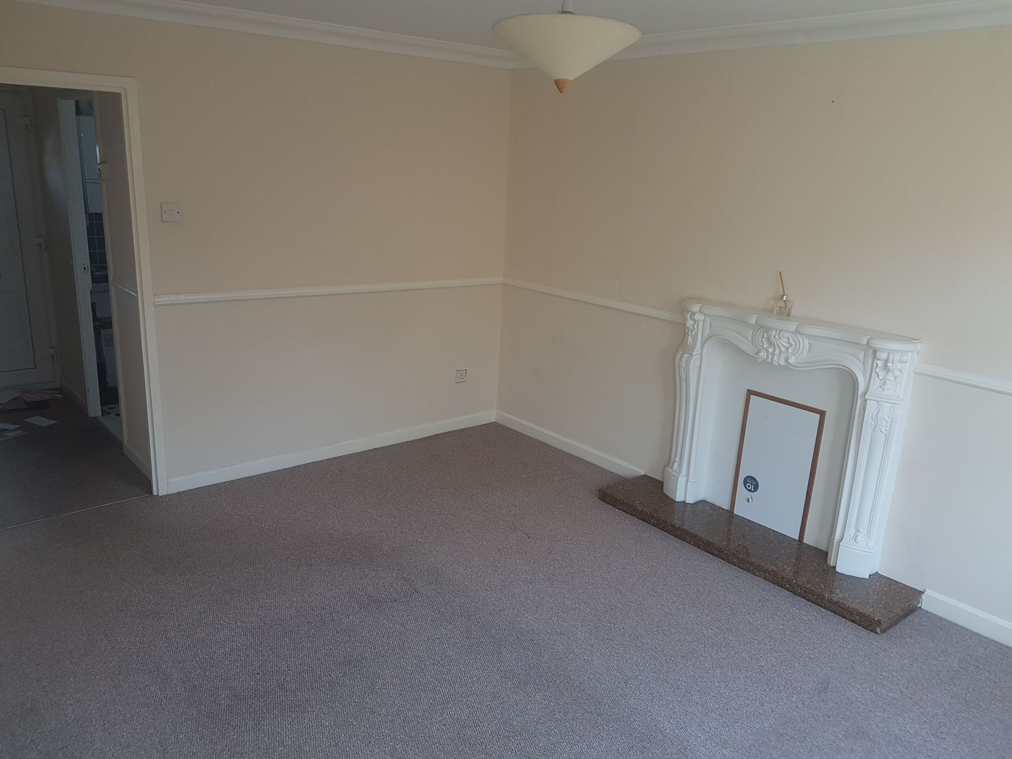 2 Bed Semi-detached House To Rent - Photograph 4