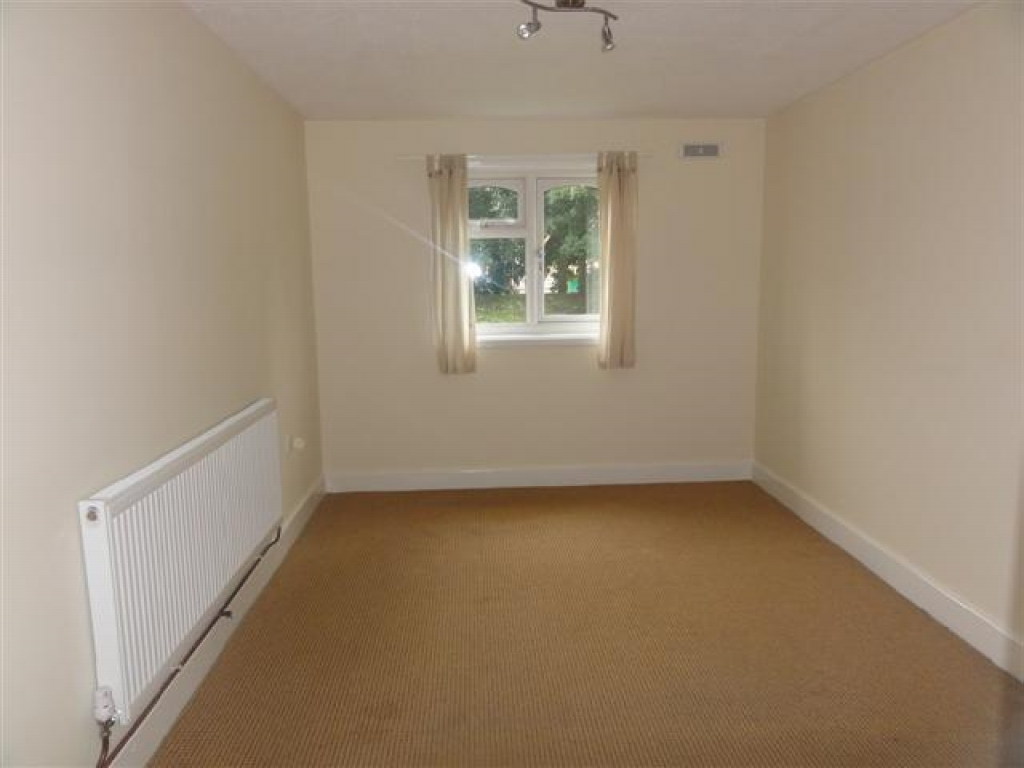 1 Bed Ground Floor Maisonette Flat/apartment To Rent - Photograph 4