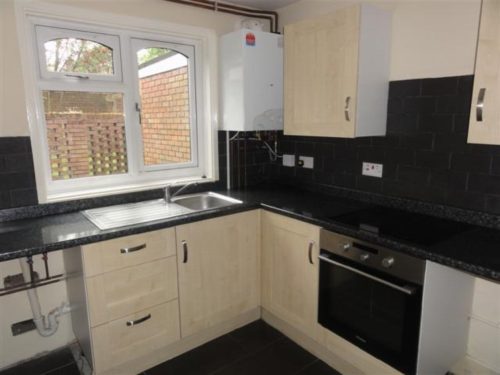 1 Bed Ground Floor Maisonette Flat/apartment To Rent - Photograph 2