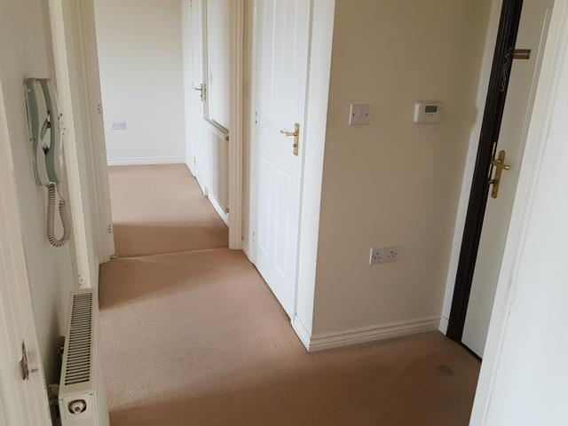 2 Bed Apartment Flat/apartment For Sale - Hallway